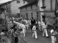 Desfile de los escopeteros rodeando al capitán
