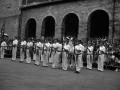 Desfile de los escopeteros en la plaza del pueblo