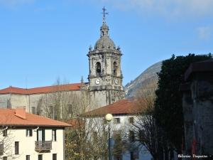 Iglesia parroquial San Martin de Tours desde Joakin Larreta Etorbidea
