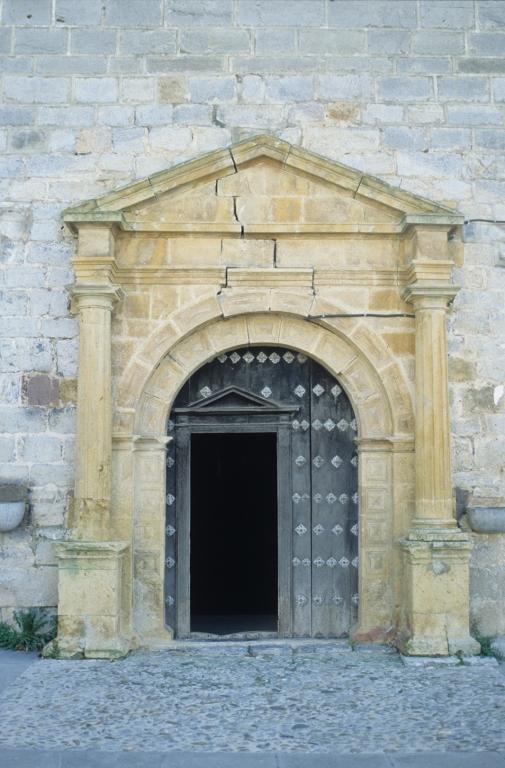Iglesia parroquial de San Pedro de Leaburu. Puerta