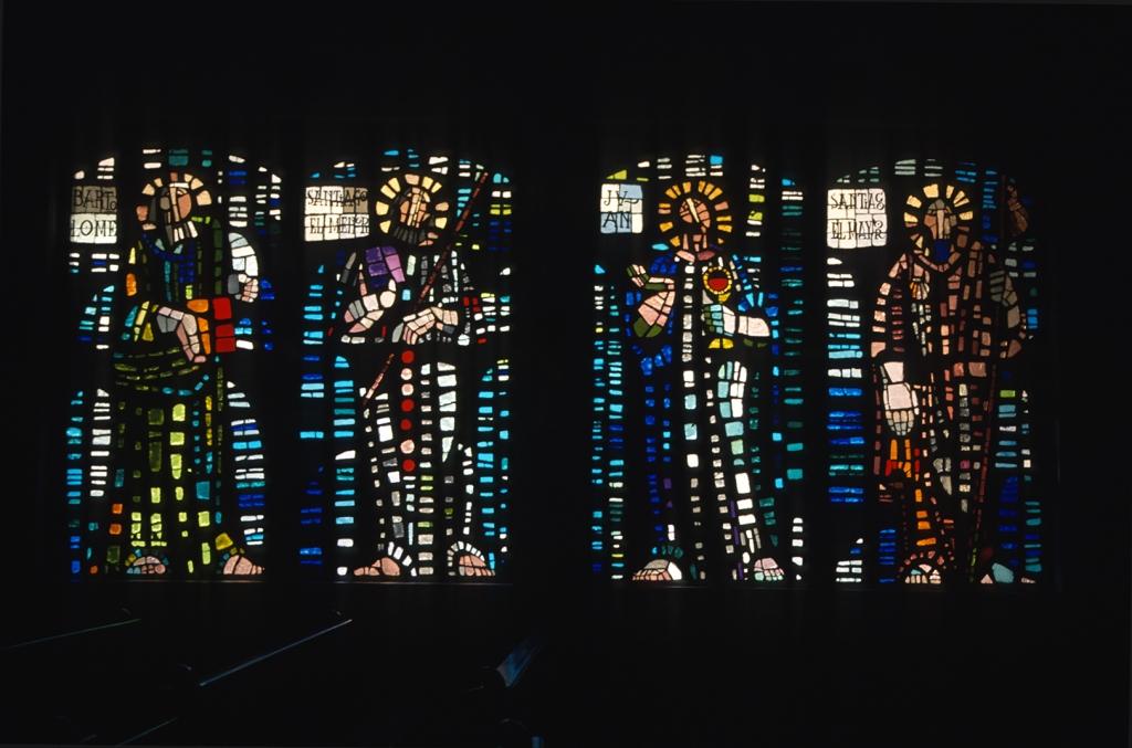 Iglesia parroquial de la sagrada familia. Vidrieras