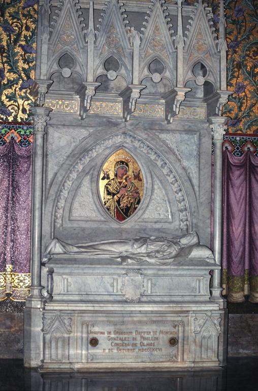 Iglesia parroquial de San Ignacio de Gros. Sepulcro Condesa del Olmo