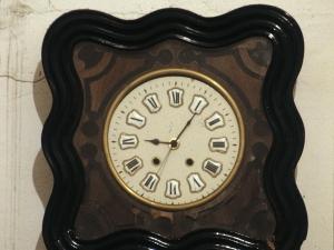 Iglesia parroquial de San Juan Bautista. Reloj de pared