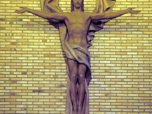 Iglesia parroquial de Santa Teresa de Musakola. Escultura. Cristo Salvador