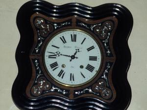 Iglesia parroquial de San Pedro. Reloj de pared