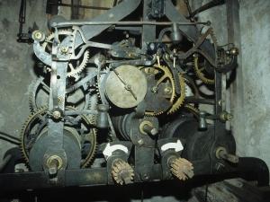 Iglesia parroquial de San Pedro. Reloj de torre