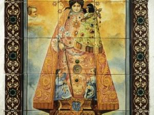 Iglesia parroquial de Nuestra Señora de la Asunción. Azulejo Virgen de los remedios