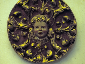 Iglesia parroquial de Nuestra Señora de la Asunción. Medallón. Relieve