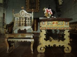 Iglesia parroquial de San Martín de Tours. Mesa y silla