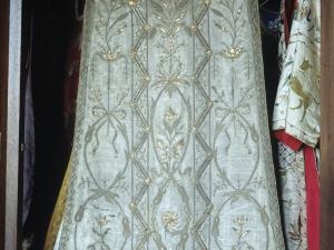 Iglesia parroquial de Nuestra Señora de la Asunción y del manzano. Casulla. Ornamento religioso