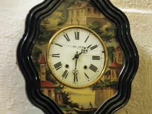 Iglesia parroquial de Santa Engracia de Ursuaran. Reloj de pared
