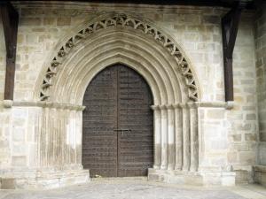 Iglesia parroquial de San Miguel Arcángel. Pórtico románico