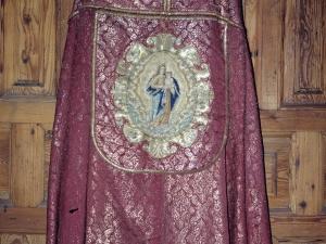 Iglesia parroquial de Nuestra Señora de la Asunción. Terno. Ornamento religioso