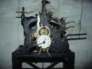 Iglesia parroquial del Sagrado Corazón. Reloj de torre