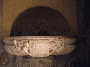 Santuario de Nuestra Señora de Arrate. Aguabenditera