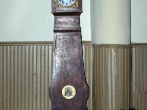 Iglesia parroquial de San Miguel Arcángel de Bolivar. Reloj de pie