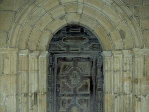 Iglesia parroquial de San Miguel Arcángel de Apotzaga. Puerta