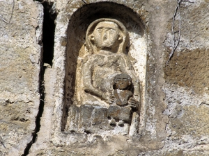 Iglesia parroquial de Nuestra Señora de la Asunción. Virgen con niño. Relieve