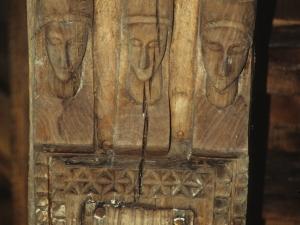 Ermita de Santa María de la Antigua. Vigas. Talla en madera