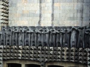 Santuario de Arantzazu. Escultura. Friso de los apóstoles de Jorge Oteiza