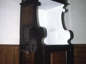 Ermita de Lierni. Confesionario