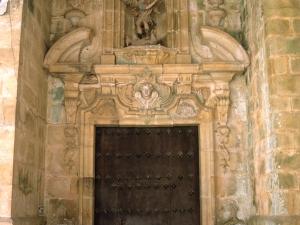 Iglesia parroquial de San Miguel. Puerta de acceso a la iglesia