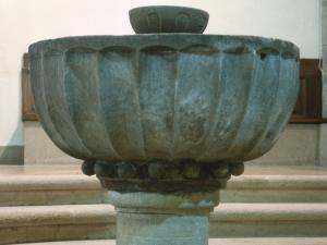 Santuario de Nuestra Señora de Itziar. Pila bautismal