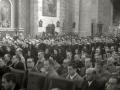 """ASISTENTES AL ACTO FUNEBRE EN LA IGLESIA DE MUTRIKU EN HONOR A LOS 7 MARINEROS DESAPARECIDOS EN EL BARCO PESQUERO """"KULIXKA"""" EN LA MADRUGADA DEL 29 DE DICIEMBRE DE 1945. (Foto 1/9)"""