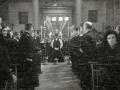 """ASISTENTES AL ACTO FUNEBRE EN LA IGLESIA DE MUTRIKU EN HONOR A LOS 7 MARINEROS DESAPARECIDOS EN EL BARCO PESQUERO """"KULIXKA"""" EN LA MADRUGADA DEL 29 DE DICIEMBRE DE 1945. (Foto 2/9)"""