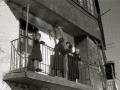 """ASISTENTES AL ACTO FUNEBRE EN LA IGLESIA DE MUTRIKU EN HONOR A LOS 7 MARINEROS DESAPARECIDOS EN EL BARCO PESQUERO """"KULIXKA"""" EN LA MADRUGADA DEL 29 DE DICIEMBRE DE 1945. (Foto 4/9)"""