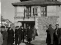 """ASISTENTES AL ACTO FUNEBRE EN LA IGLESIA DE MUTRIKU EN HONOR A LOS 7 MARINEROS DESAPARECIDOS EN EL BARCO PESQUERO """"KULIXKA"""" EN LA MADRUGADA DEL 29 DE DICIEMBRE DE 1945. (Foto 5/9)"""