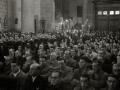 """ASISTENTES AL ACTO FUNEBRE EN LA IGLESIA DE MUTRIKU EN HONOR A LOS 7 MARINEROS DESAPARECIDOS EN EL BARCO PESQUERO """"KULIXKA"""" EN LA MADRUGADA DEL 29 DE DICIEMBRE DE 1945. (Foto 6/9)"""