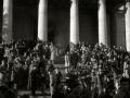 """ASISTENTES AL ACTO FUNEBRE EN LA IGLESIA DE MUTRIKU EN HONOR A LOS 7 MARINEROS DESAPARECIDOS EN EL BARCO PESQUERO """"KULIXKA"""" EN LA MADRUGADA DEL 29 DE DICIEMBRE DE 1945. (Foto 7/9)"""