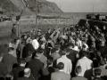 """ASISTENTES AL ACTO FUNEBRE EN LA IGLESIA DE MUTRIKU EN HONOR A LOS 7 MARINEROS DESAPARECIDOS EN EL BARCO PESQUERO """"KULIXKA"""" EN LA MADRUGADA DEL 29 DE DICIEMBRE DE 1945. (Foto 9/9)"""