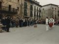 Aurreskua txistularien topaketan, Antzuolako plazan