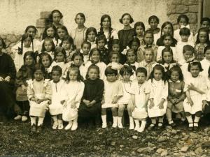 Eskolako neskatoak 1923-24 ikasturtean.