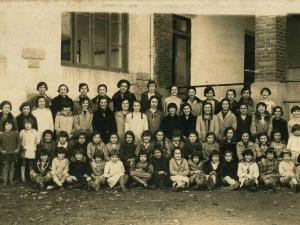 Ormaiztegiko eskolako neskatoak 1928-29 ikasturtean.