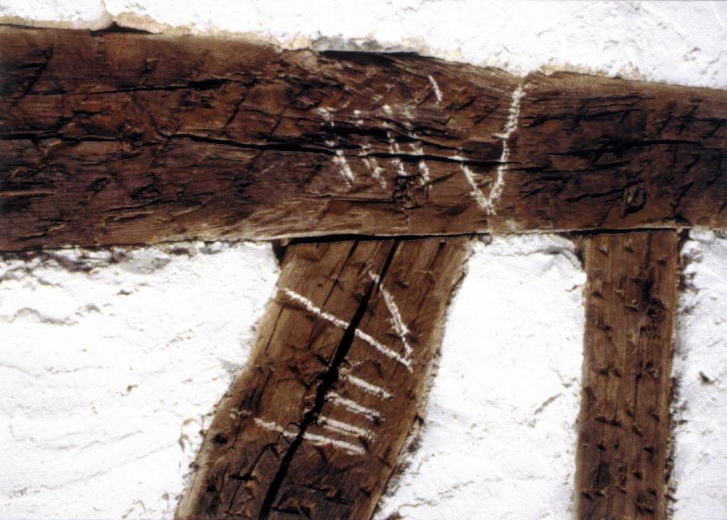 Hegoaldeko fatxadako egurraren xehetasuna zaharberritu eta gero (eskaneatuta).