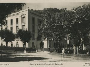 Cestona : tenis y entrada central del Balneario