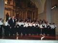 Momento de la actuación de la coral Oñati en el convento-auditorium de Santa Ana