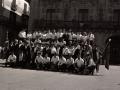 Grupo de txistulares en la plaza de los Fueros, el Día del Txistulari
