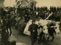 San Sebastián : la Cuaresma arrebatando al Carnaval : carnaval de 1908 / Cliché de Miguel Aguirre, fotógrafo, Alameda 11