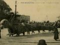 San Sebastián : carnaval de 1909 : la tarasca y su domador / Cliché González