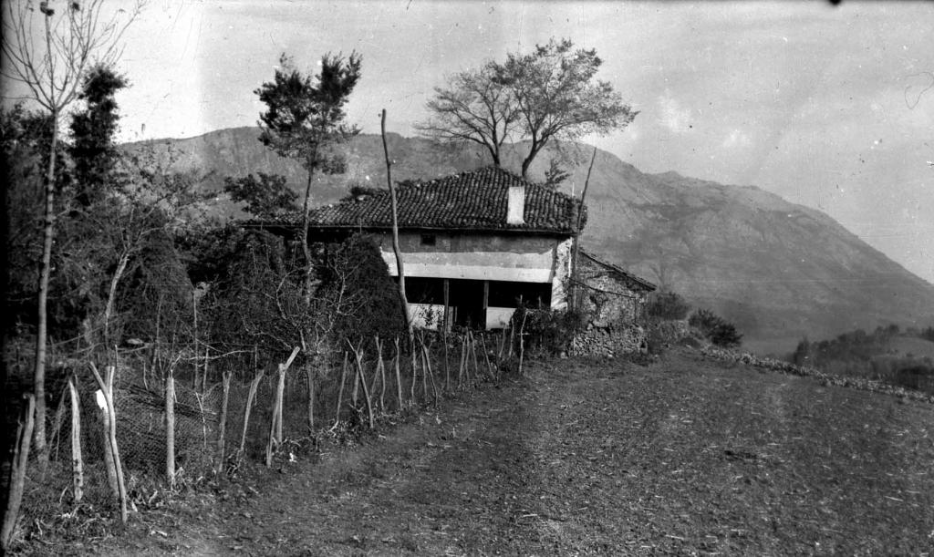 """""""Urrategui (Azcoitia). La ermita vieja de Urrategui"""