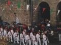 Eskopeteroak herriko plazan Mairuaren alardean