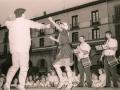 Txistularis y dantzaris en la plaza de los Fueros