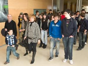 Jóvenes y profesores en la universidad
