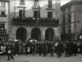 GRUPO DE PERSONAS POR LAS CALLES DE ORDIZIA. (Foto 3/3)