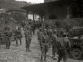 GRUPOS DE MILICIANOS CON SUS ARMAS EN LA LOCALIDAD DE ALEGIA. (Foto 9/10)