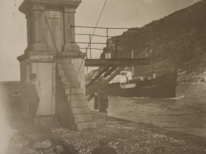 Espigón de Punta de Cruces en la entrada de la bahía de Pasaia